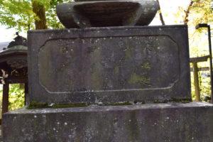 東中野氷川神社 拝殿前 燈籠裏