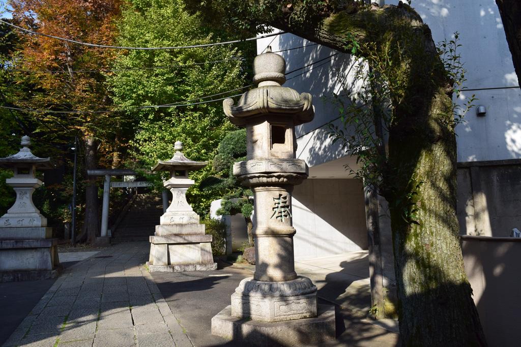 東中野氷川神社 灯籠