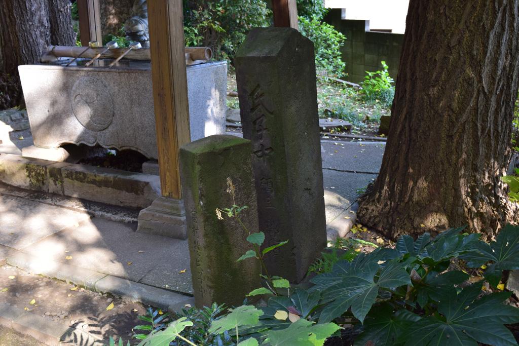 東中野氷川神社 石橋供養塔右_右側面