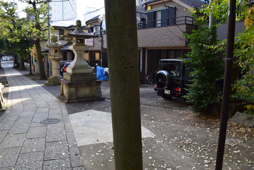 東中野氷川神社 鳥居 左裏