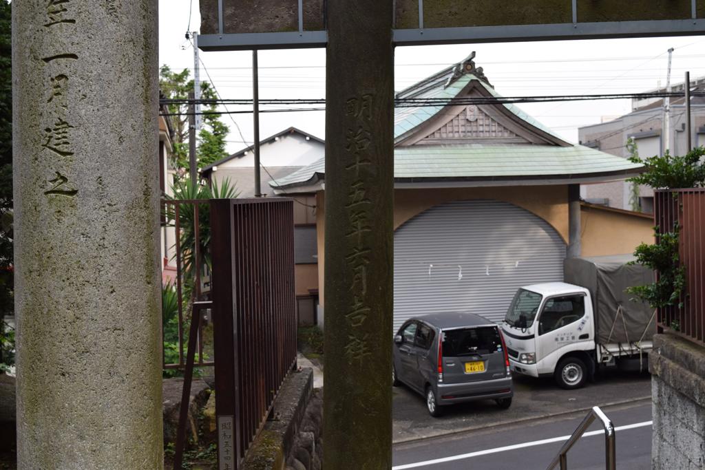 上高田氷川神社 鳥居裏
